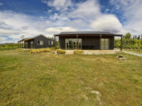 Weaver Estate Vineyard Cottages, Central Otago, New Zealand